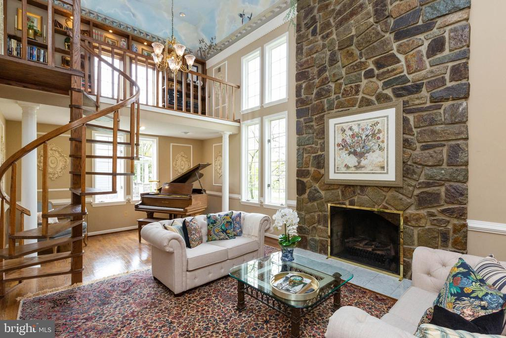 Living room-notice stone fireplace - 1020 MONROE ST, HERNDON