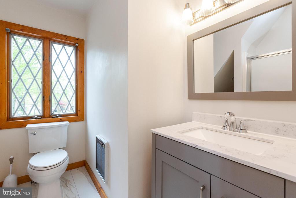 Bonus room full bath - 1020 MONROE ST, HERNDON