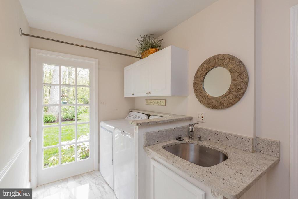 Laundry rooom adjacent to kitchen - 1020 MONROE ST, HERNDON
