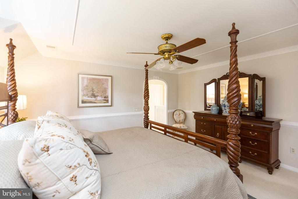 Another view of master bedroom - 1020 MONROE ST, HERNDON