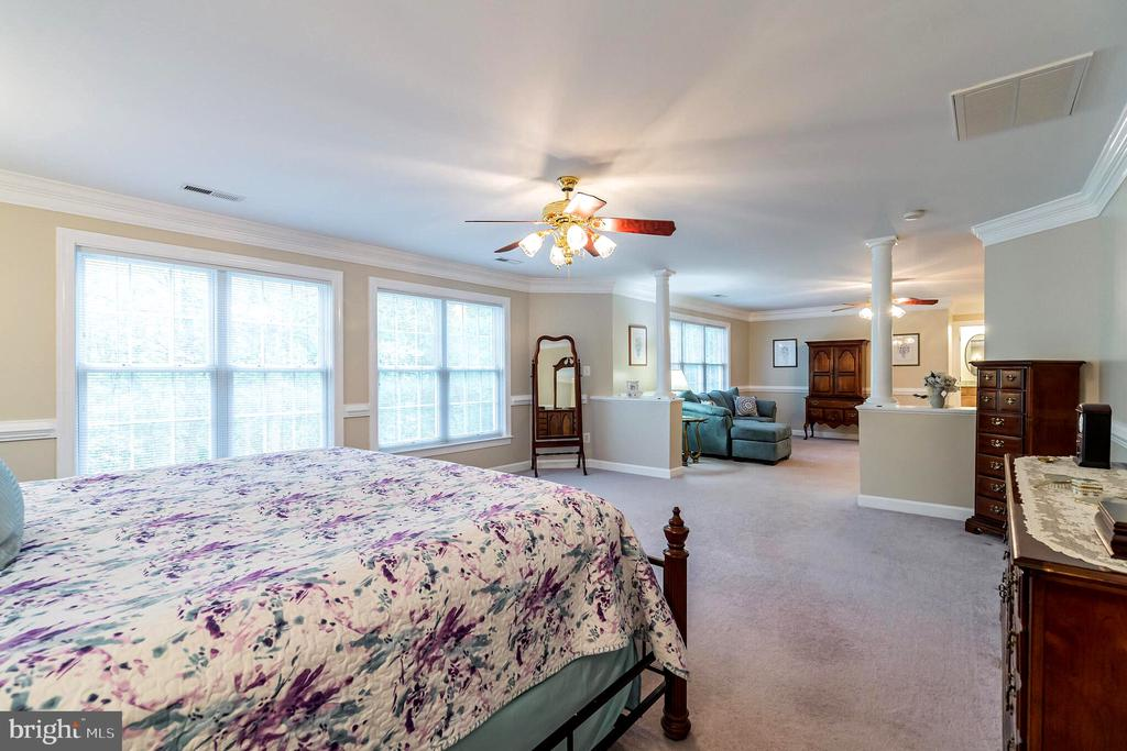 Separate sitting area in master bedroom - 20 WINDSONG WAY, STAFFORD