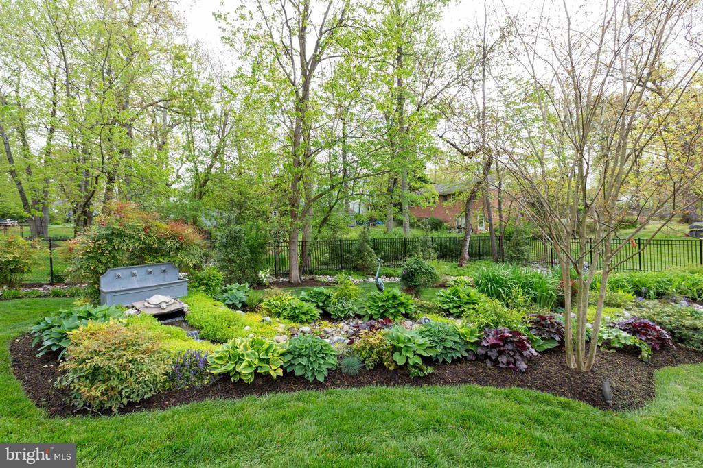 Landscaping  back yard - 1020 MONROE ST, HERNDON
