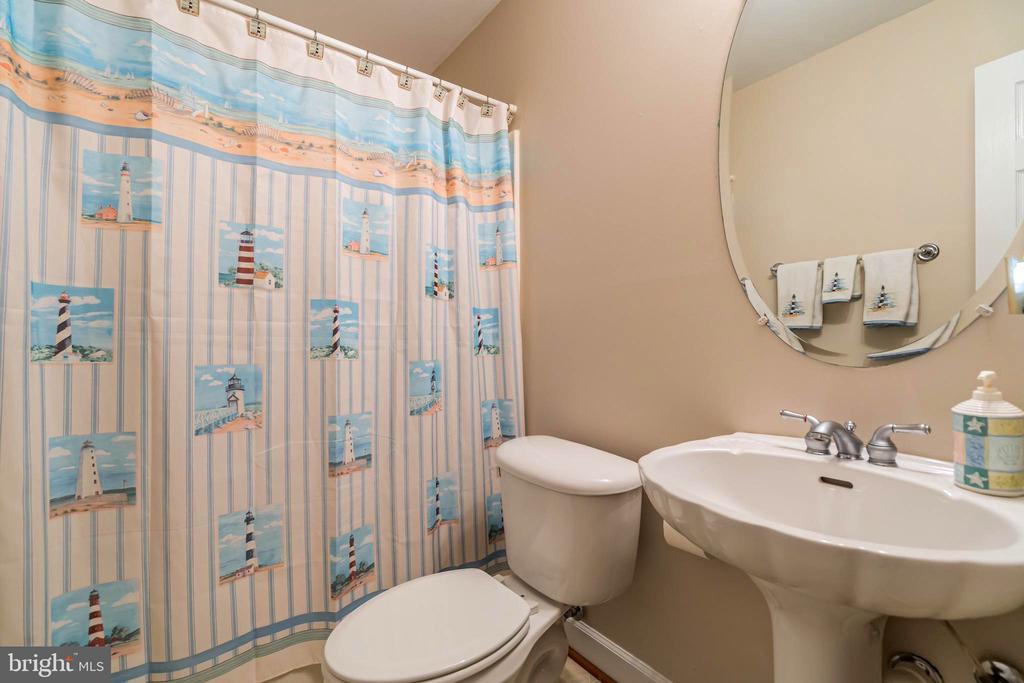 Lower level full bath - 20 WINDSONG WAY, STAFFORD