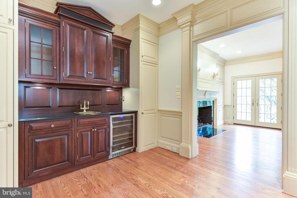 Office/Den/Retreat with wet bar and beverage frig - 3823 N RANDOLPH CT, ARLINGTON