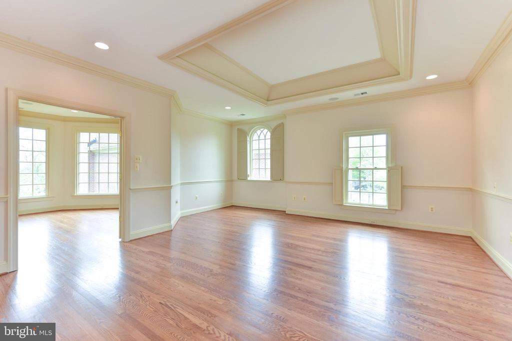 Expansive Owner's Suite with Sitting Room - 3823 N RANDOLPH CT, ARLINGTON