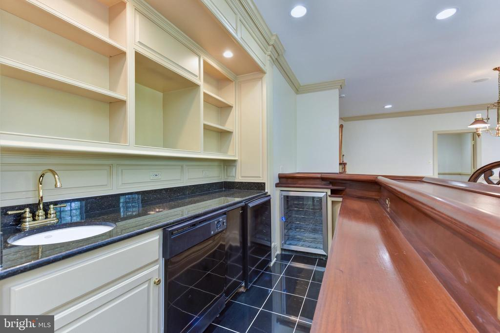 Wet Bar with Ice Maker, and 2 refrigerators - 3823 N RANDOLPH CT, ARLINGTON