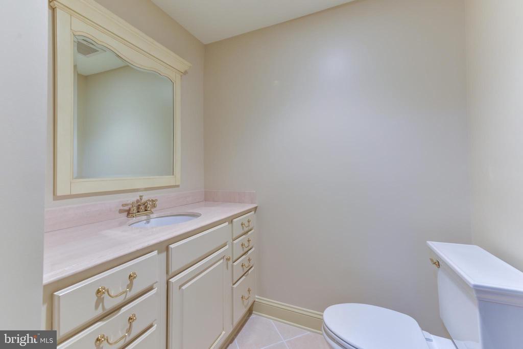 Powder Room on Lower Level - 3823 N RANDOLPH CT, ARLINGTON