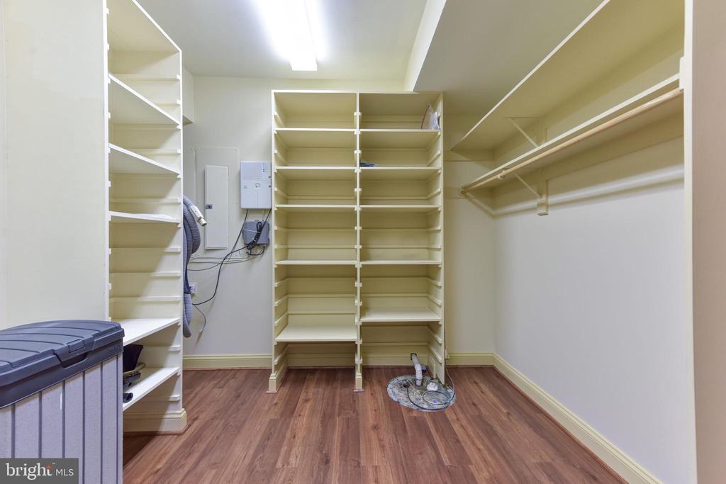 Fabulous Storage area - 3823 N RANDOLPH CT, ARLINGTON