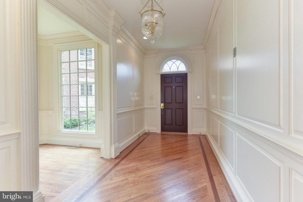 Stunning Center Hall Entrance Foyer - 3823 N RANDOLPH CT, ARLINGTON