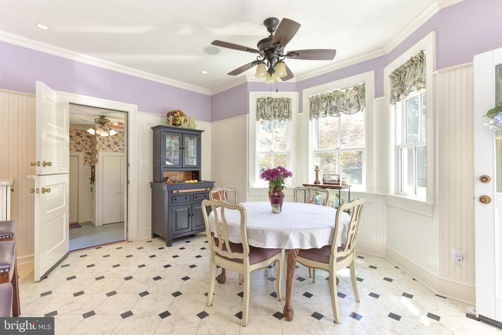 Breakfast area off kitchen - 5937 TELEGRAPH RD, ALEXANDRIA