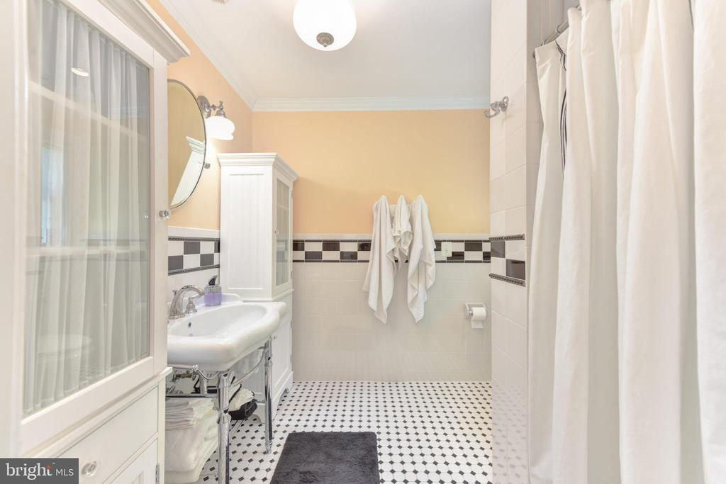 En-suite bathroom 3 - 5937 TELEGRAPH RD, ALEXANDRIA
