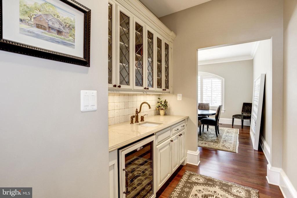 beverage fridge, glass display cabinets - 6537 36TH ST N, ARLINGTON