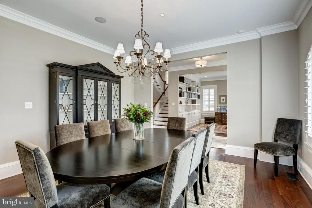 dining room flows into butler's pantry to kitchen - 6537 36TH ST N, ARLINGTON