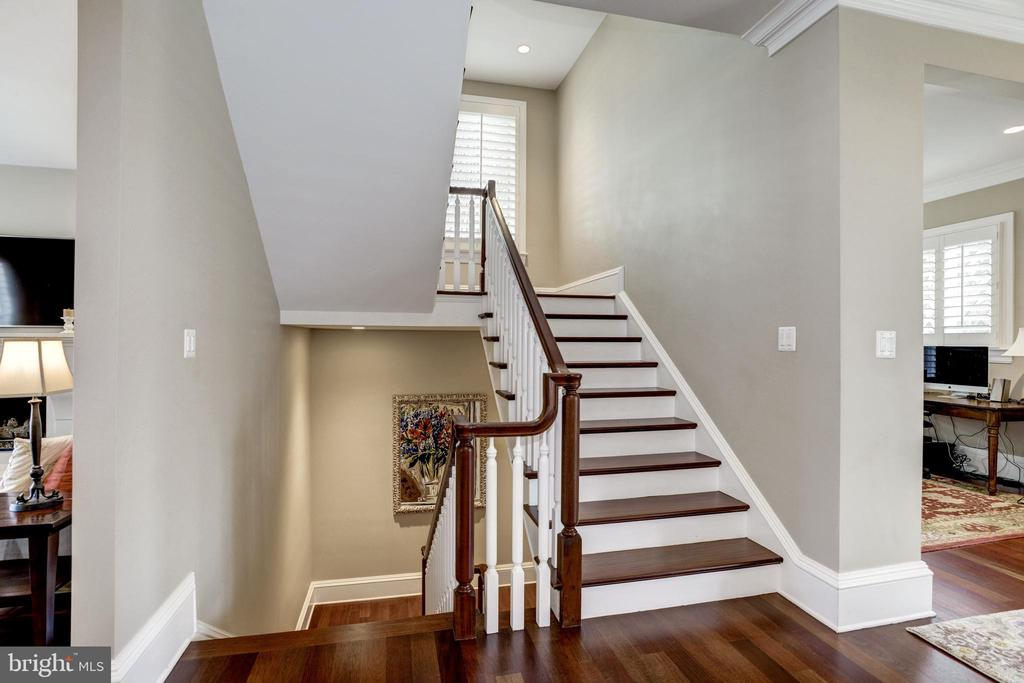 custom stairs to wide landing with double windows - 6537 36TH ST N, ARLINGTON