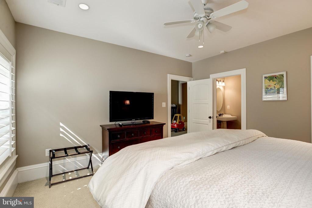 en suite bath for in-law, au pair, guest - 6537 36TH ST N, ARLINGTON