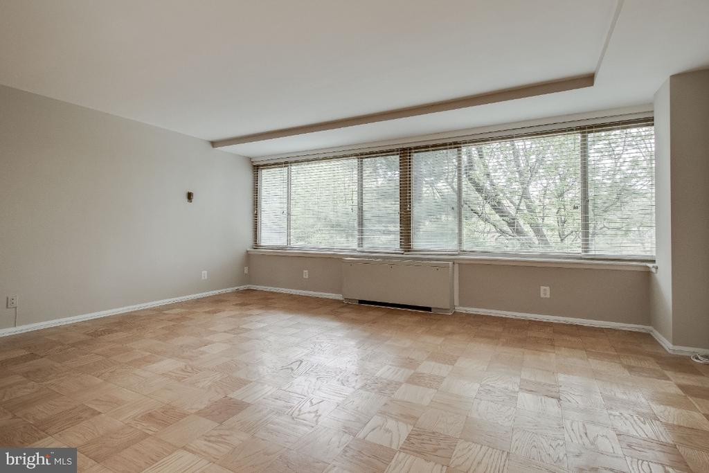 Light and open - 1210 N TAFT ST #307, ARLINGTON