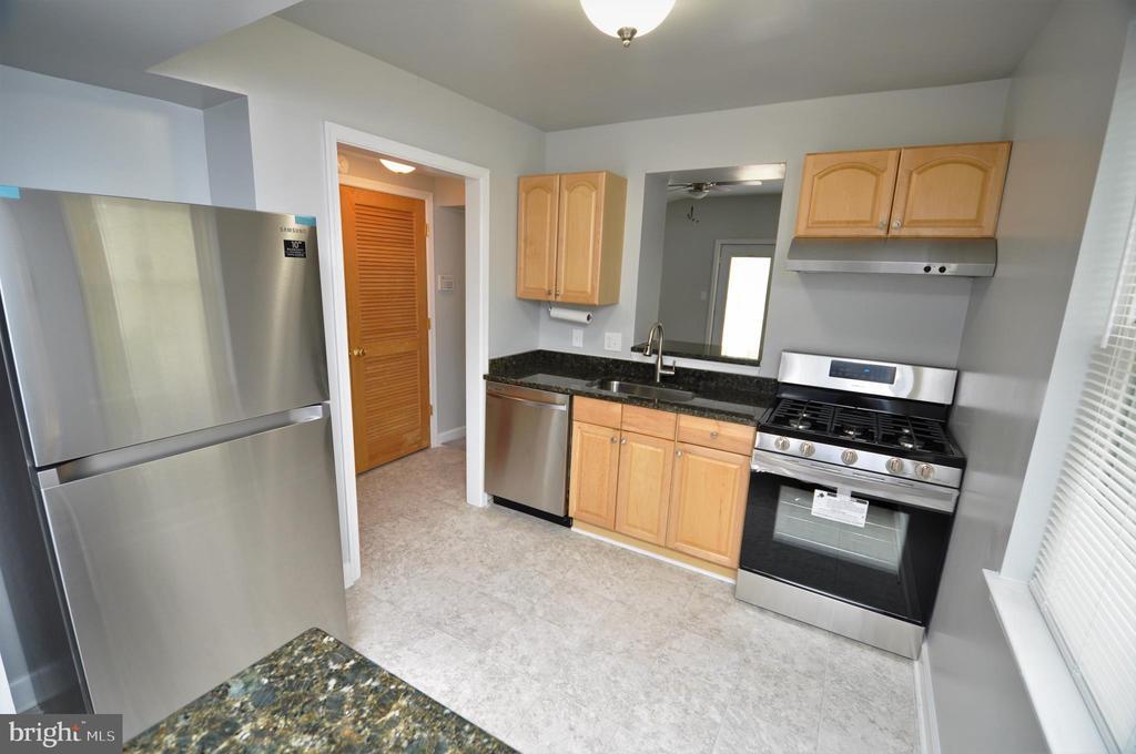 Kitchen - 4315 POLK ST NE, WASHINGTON
