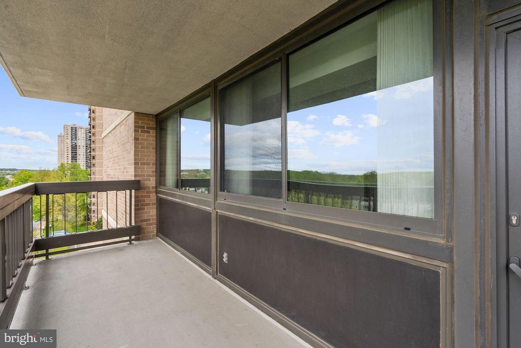 Living room balcony - 5501 SEMINARY RD #611S, FALLS CHURCH