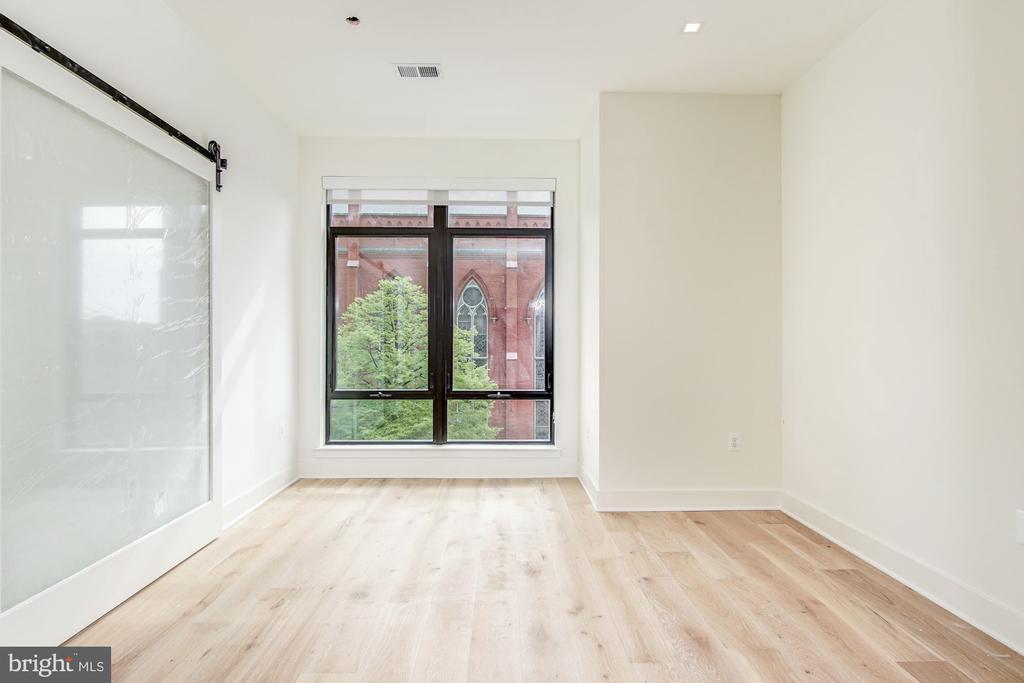 Views. Space. Open floor plan - 801 N NW #303, WASHINGTON