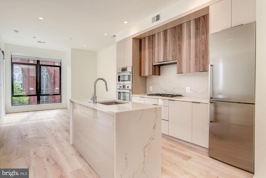 Open floor plan, luxury finishes - 801 N NW #303, WASHINGTON
