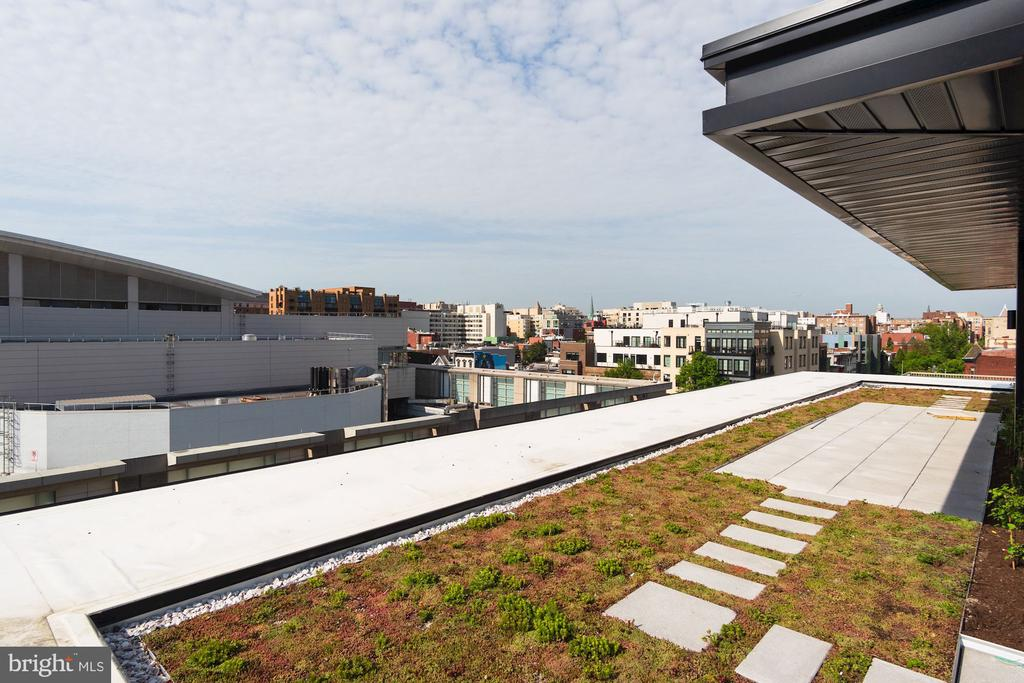 Sky terrace for all to enjoy on the green roof - 801 N NW #303, WASHINGTON