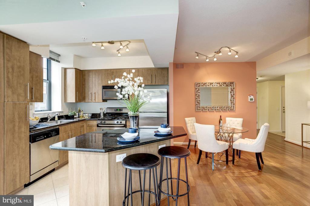 Kitchen island. - 1021 N GARFIELD ST #409, ARLINGTON