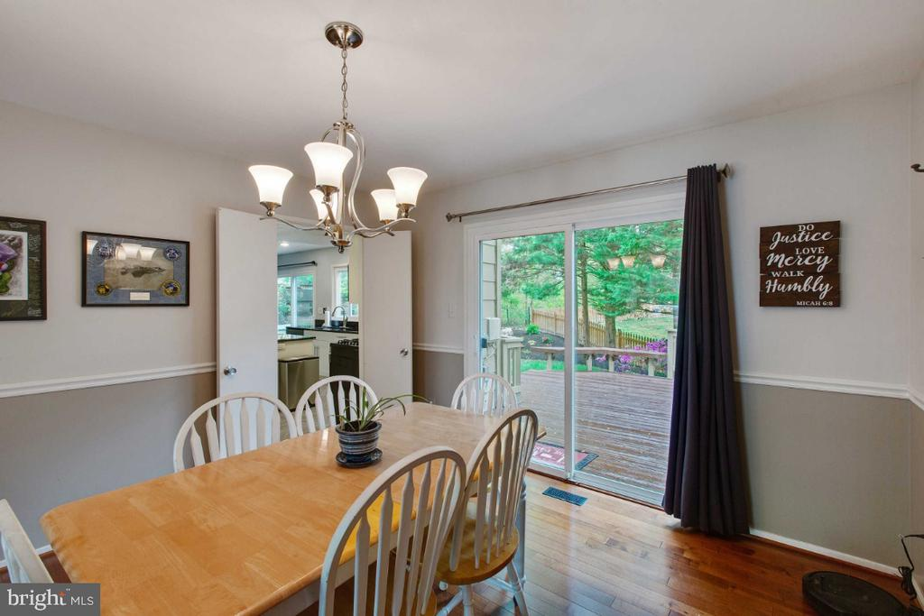 Dining Room w/ Sliding Door to Deck - 6505 CRAYFORD ST, BURKE