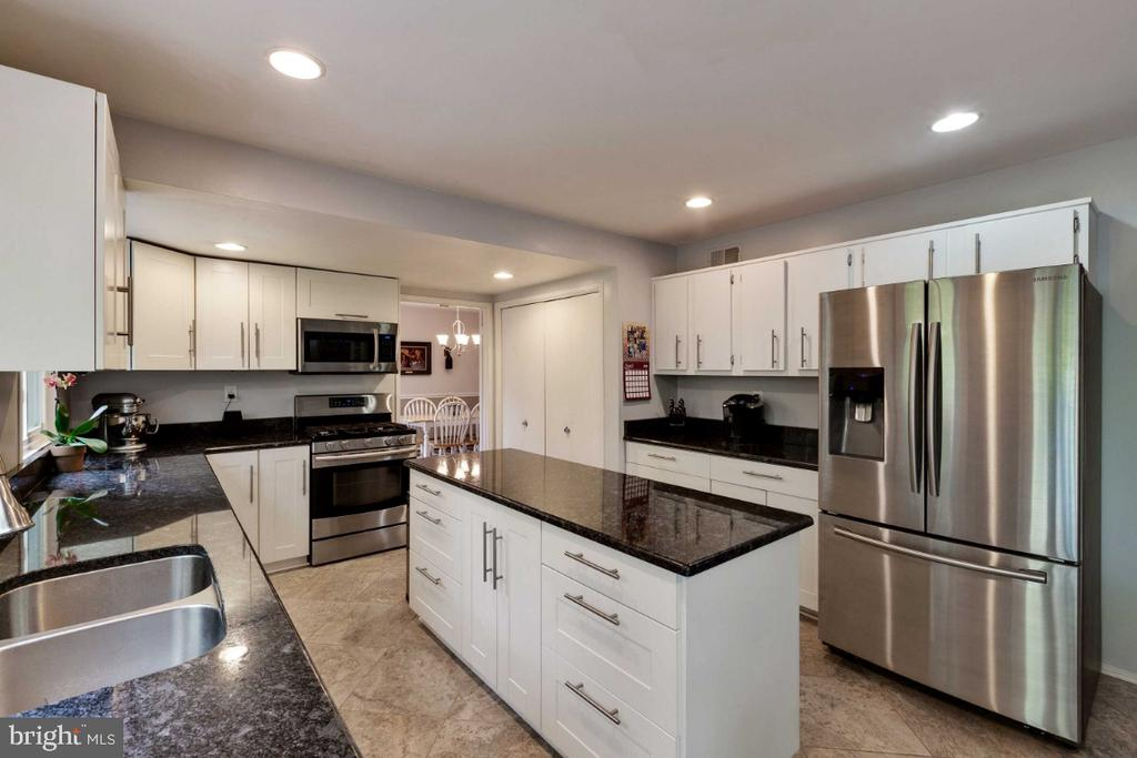 Kitchen w/ Stainless Appliances - 6505 CRAYFORD ST, BURKE