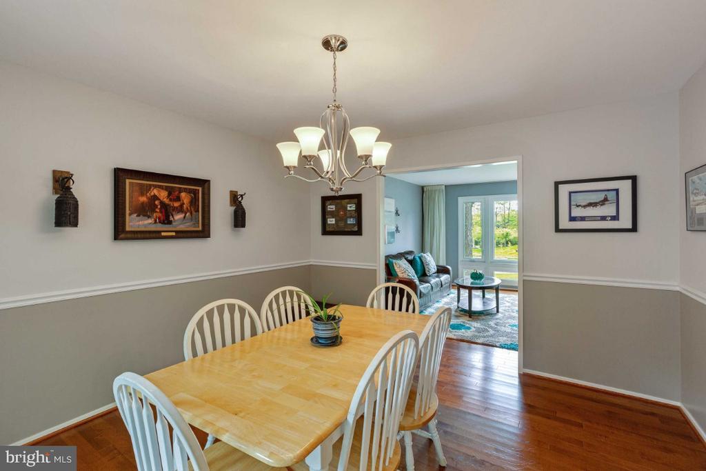 Dining Room w/ Chandelier - 6505 CRAYFORD ST, BURKE