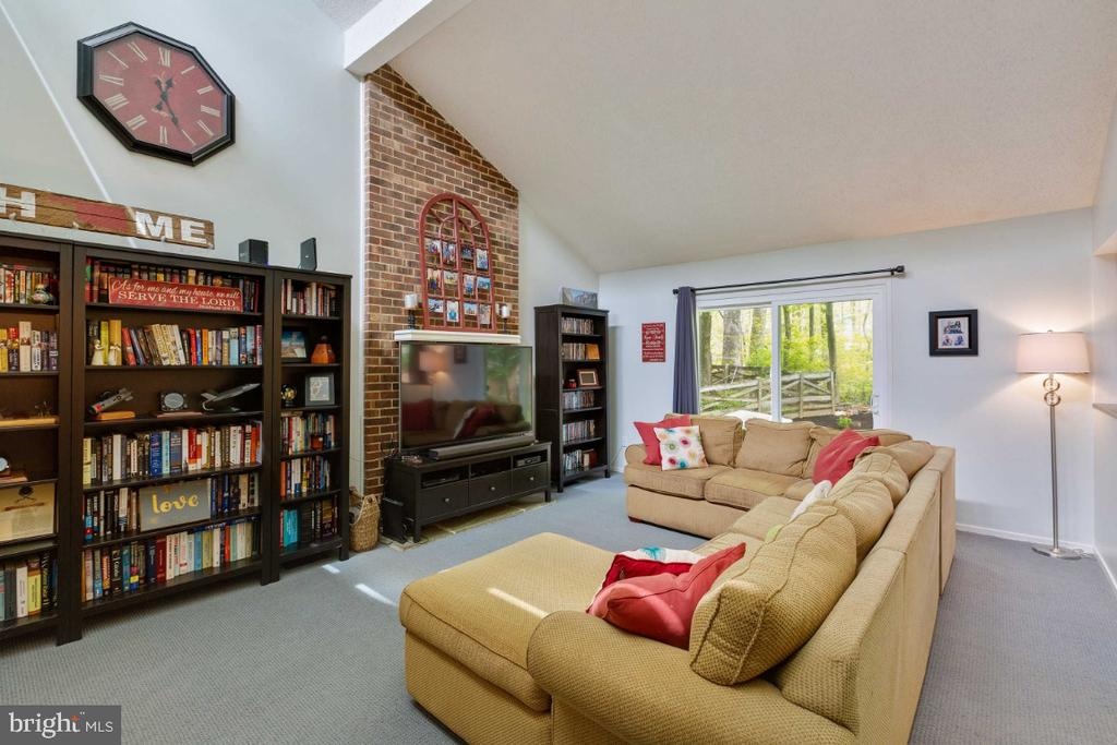 Family Room w/ Cathedral Ceilings - 6505 CRAYFORD ST, BURKE