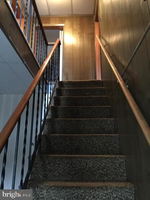 Stairs and vestibule to 2nd floor apartment - 411 N MAPLE AVE, BRUNSWICK