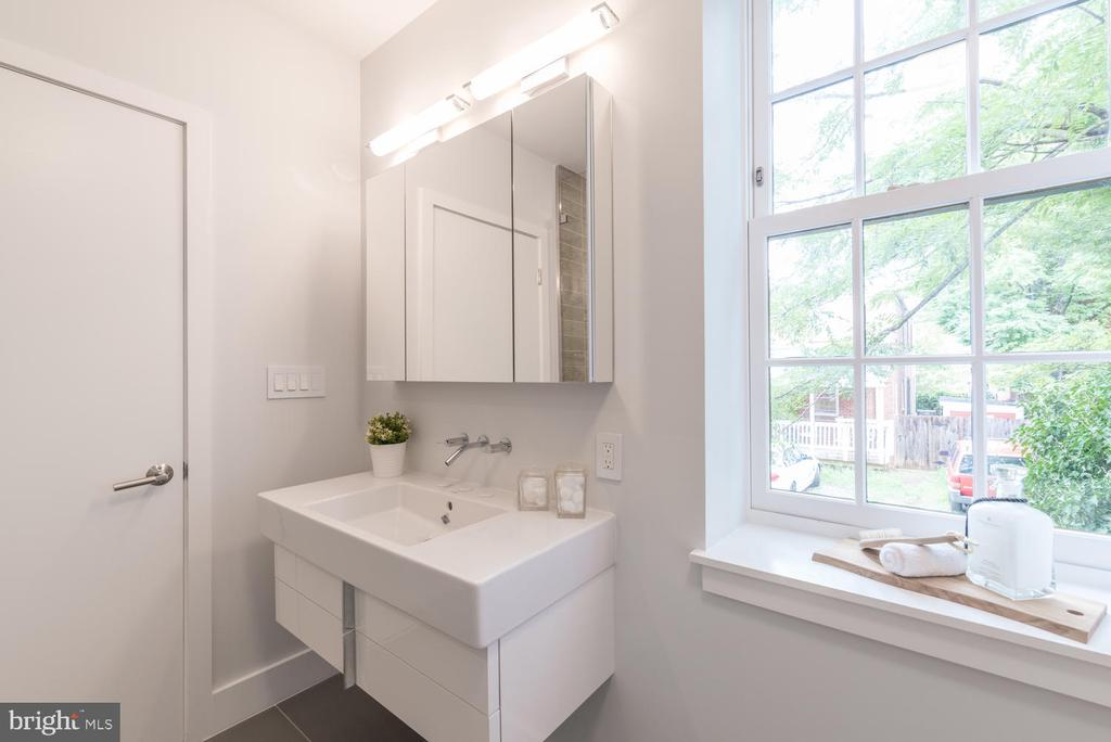 Light and airy - 2709 N ST NW #103, WASHINGTON
