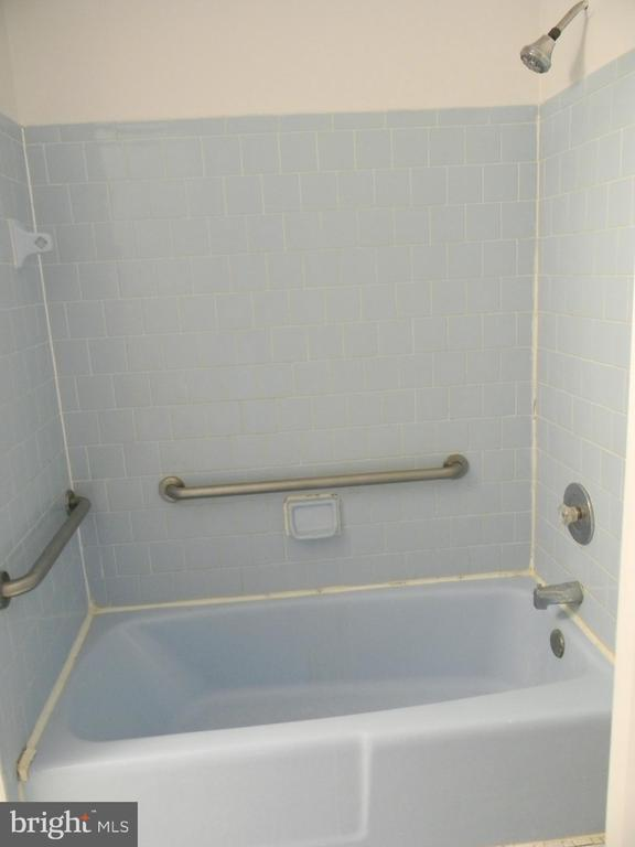 Bathroom - 508 WINDY KNOLL DR, MOUNT AIRY