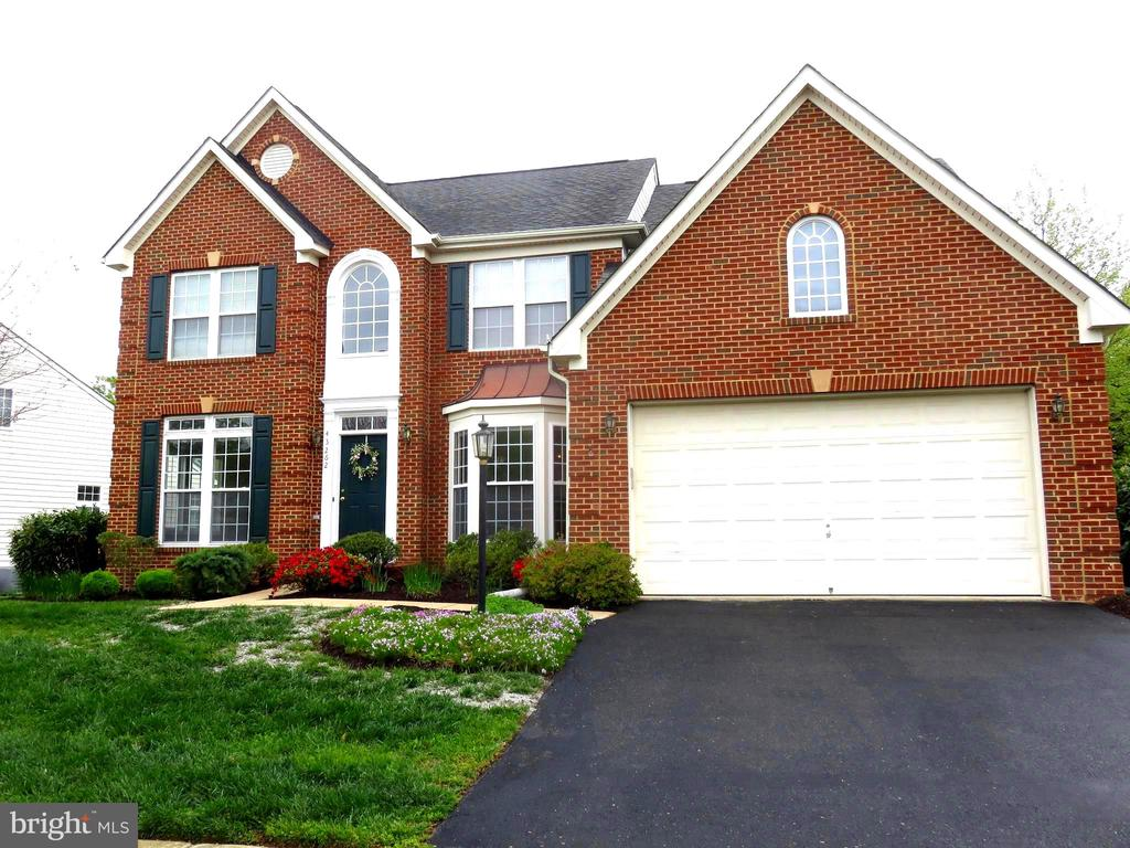 Time to see the inside - 43262 LECROY CIR, LEESBURG