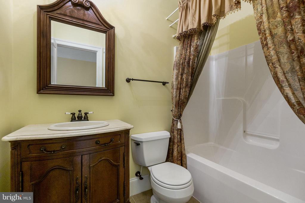 Ensuite bathroom - 825 CAMP CONOY RD, LUSBY