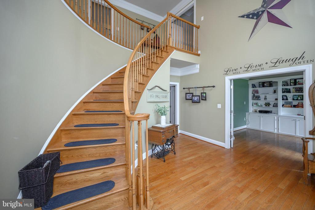 Curved staircase - 14616 JUNCTION CT, FREDERICKSBURG