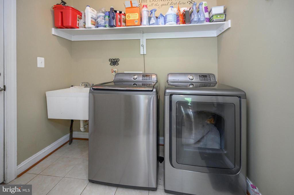 Laundry off kitchen - 14616 JUNCTION CT, FREDERICKSBURG