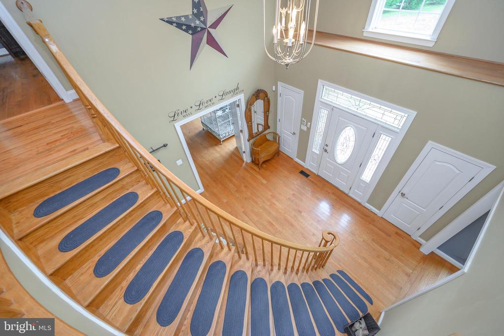 Beautiful curved staircase - 14616 JUNCTION CT, FREDERICKSBURG