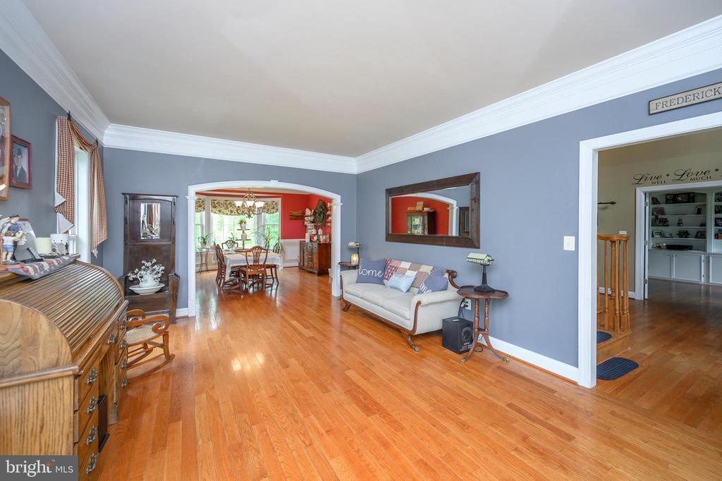 New hardwood through out home - 14616 JUNCTION CT, FREDERICKSBURG