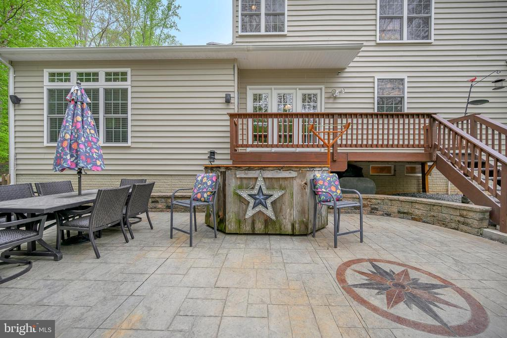 Stamped concrete patio with bar and fire pit - 14616 JUNCTION CT, FREDERICKSBURG