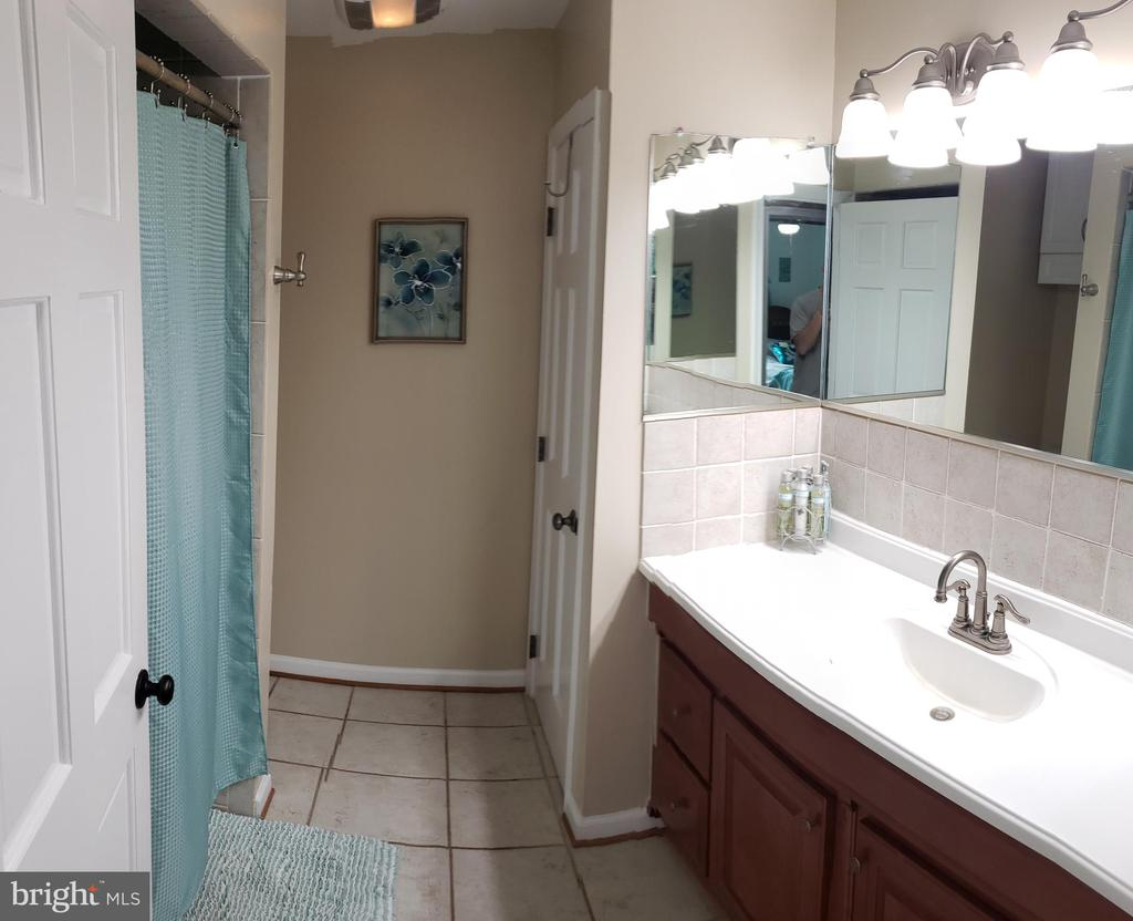 Hall Bathroom With Tub/Shower - 2714 JAY BIRD CT, KNOXVILLE