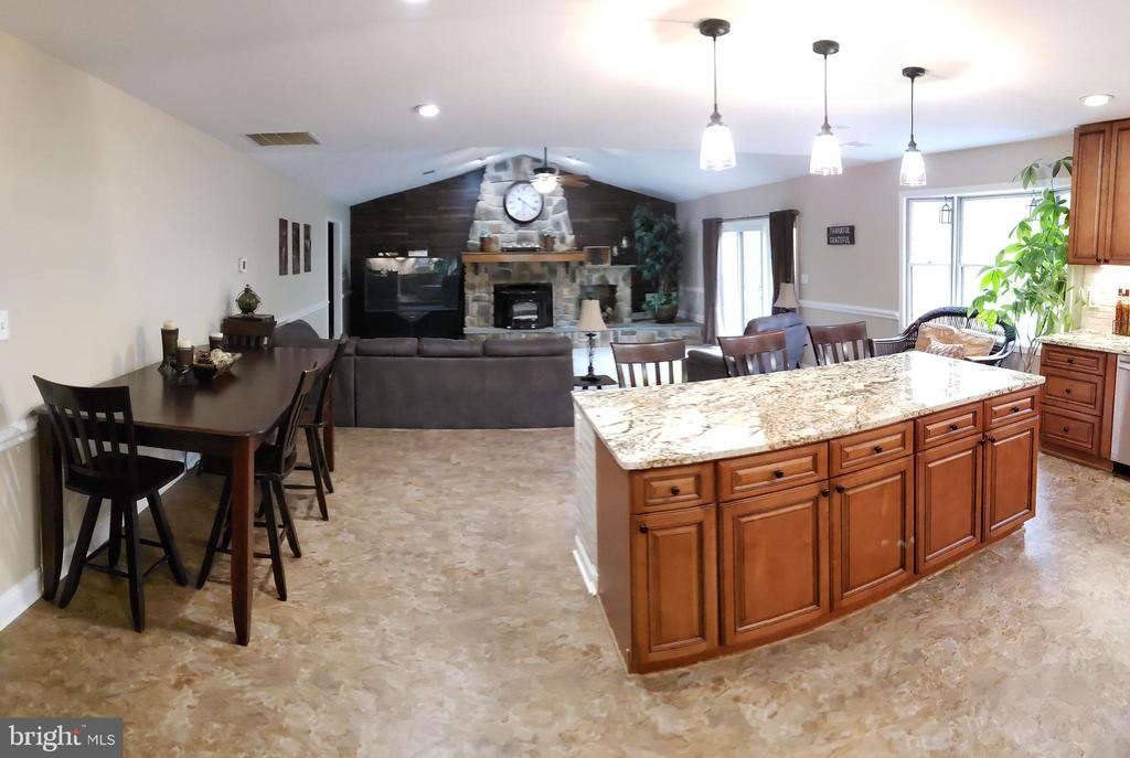 Kitchen With Plenty Of Table Space - 2714 JAY BIRD CT, KNOXVILLE