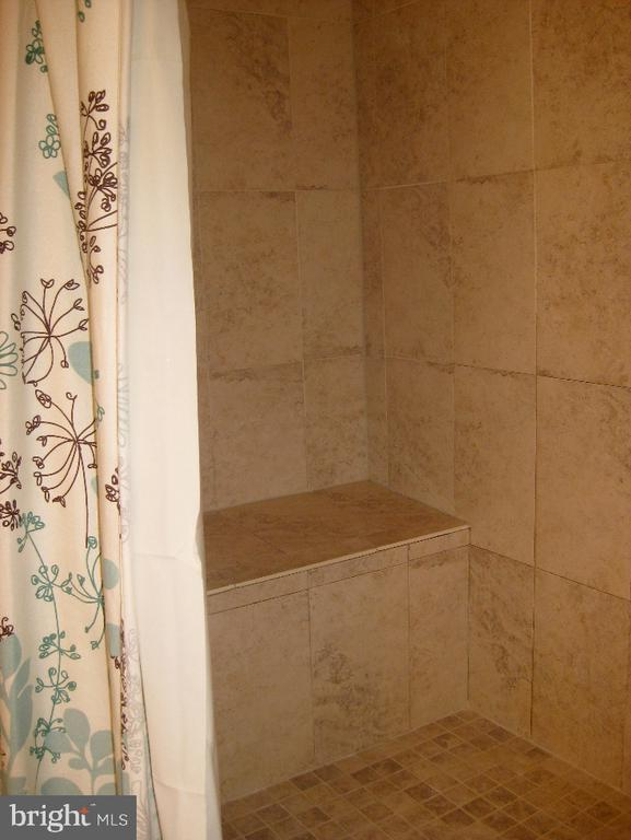 In Law Suite Tiled Shower W/ Bench - 2714 JAY BIRD CT, KNOXVILLE