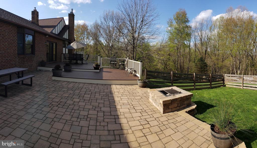 Outdoor Entertainment Area - 2714 JAY BIRD CT, KNOXVILLE