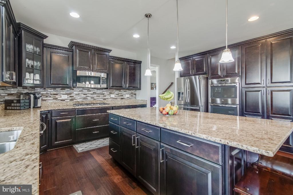 Kitchen with Stainless Steel Appliances - 6008 FOX HAVEN CT, WOODBRIDGE