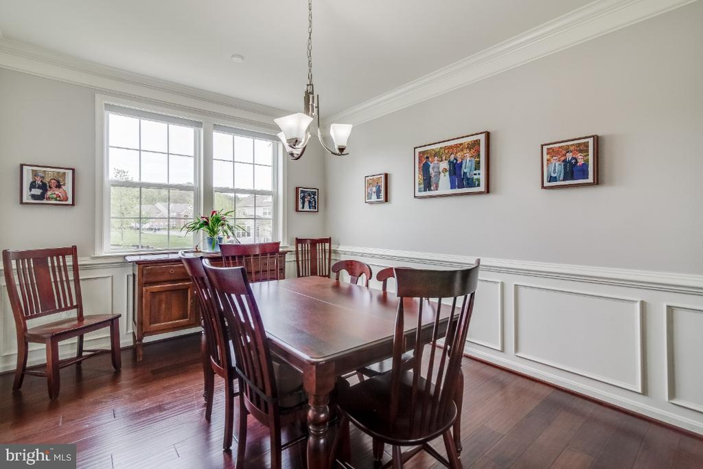 Formal Dining Room with Wainscoting - 6008 FOX HAVEN CT, WOODBRIDGE