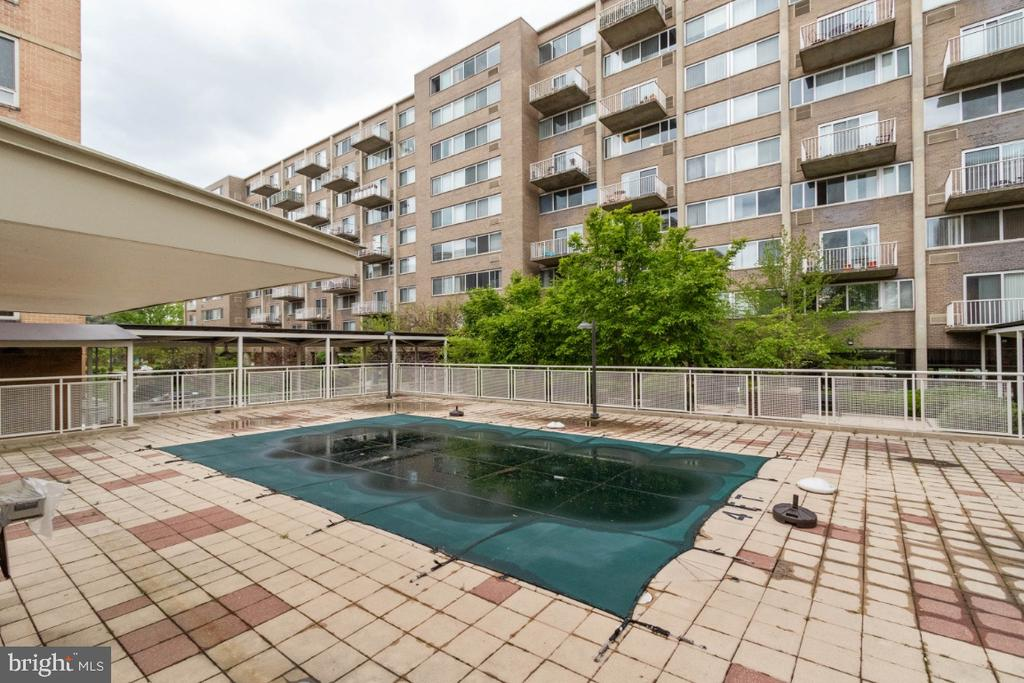 Outdoor pool - not ready for summer. :) - 350 G ST SW #N224, WASHINGTON