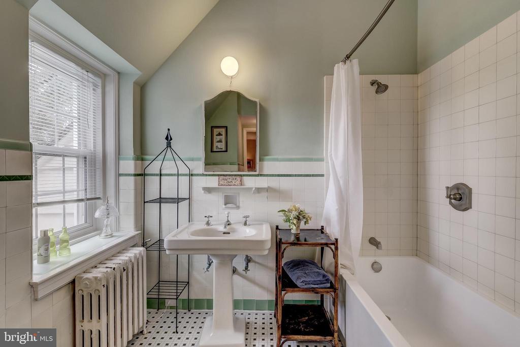 Bedroom 3 en suite Bath - 12600 JARRETTSVILLE PIKE, PHOENIX