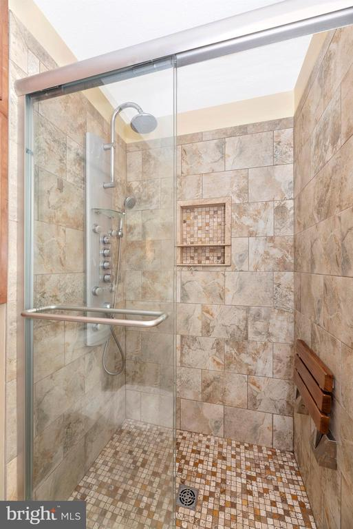 Master Bathroom - 6204 ILLINOIS CT, NEW MARKET