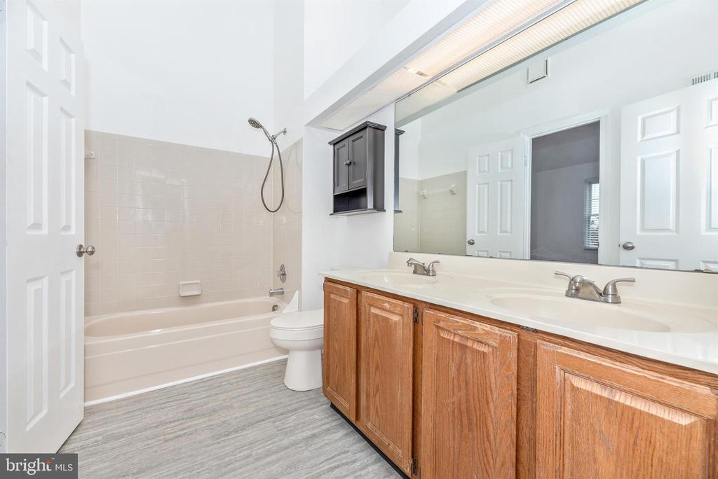 Upper Level Full Bathroom - 6171 S STEAMBOAT WAY, NEW MARKET